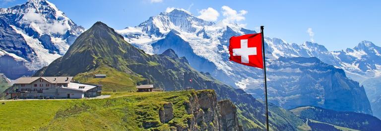 schweiz_header_flagge_shutterstock_150411200-1