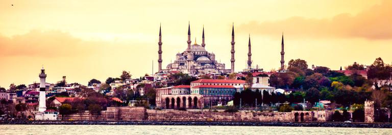 Sultan Ahmet Camii – Blue Mosque in Istanbul iStock_000052152878_Large-2