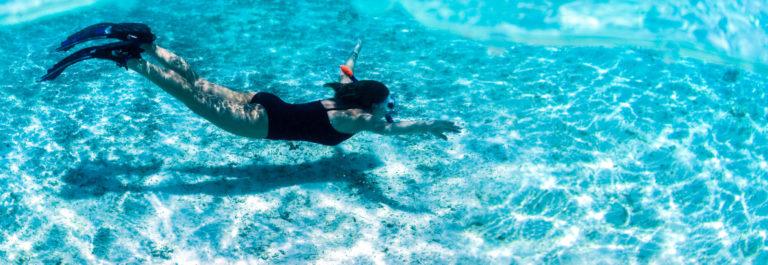 V3_Malediven snorkeling iStock_000008472553_Large-2