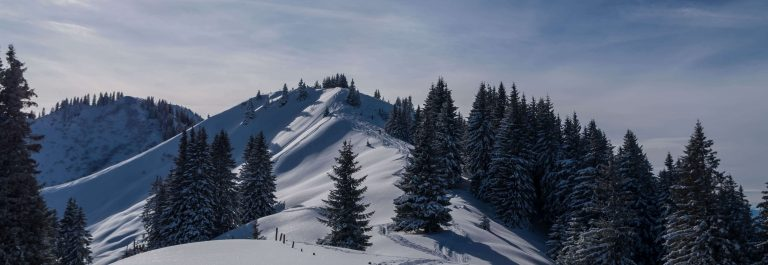 lonely-ski-touring-in-beautiful-sunny-winter-landscape-oberstdorf-allgau-germany_shutterstock_527705941_klein
