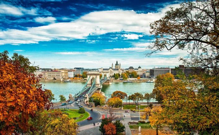 budapest-in-autumn-shutterstock_160092149-2-707x438