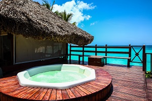 Jacuzzi tub by the ocean