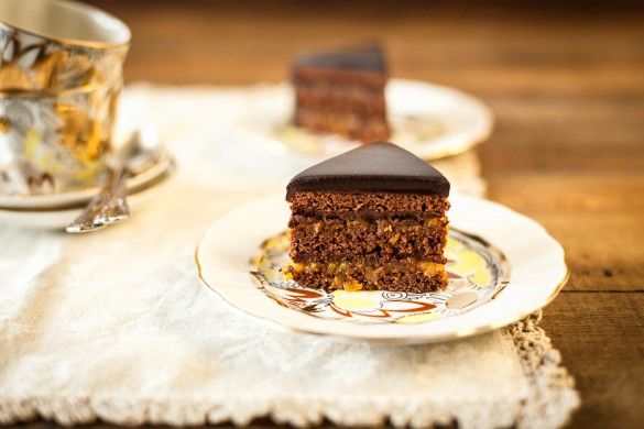 sacher-chocolate-cake-istock_000026387150_large-2-585x390