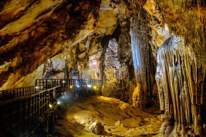Explore Paradise cave in Vietnam