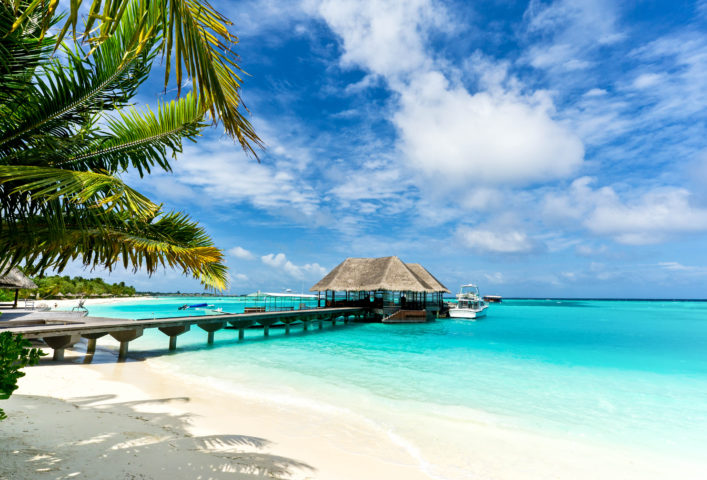 footbridge-connecting-with-thatched-jetty-in-maldives-resort-istock_14505587_xlarge-2