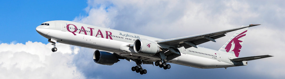 airplane-of-qatar-airways-above-the-frankfurt-airport-shutterstock_383290720-editorial-only-vytautas-kielaitis-2