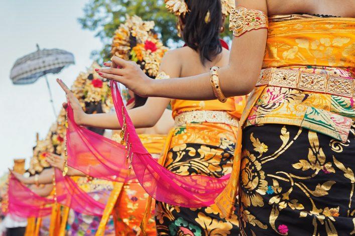 Balinesische Tänzerinnen in Indonesien