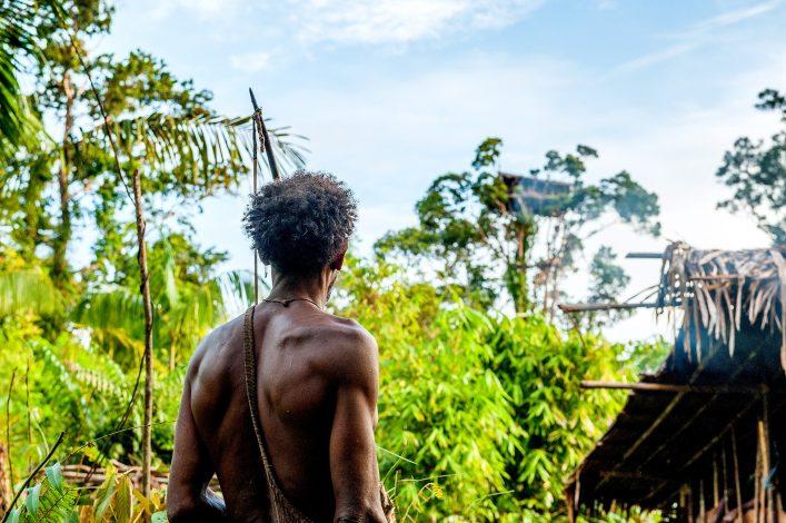 Ureinwohner auf der Insel Papua Neuguinea