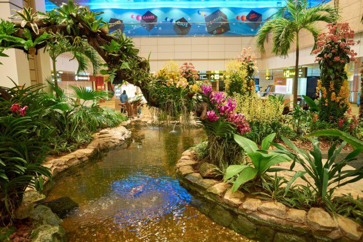 singapur-airport_editorial-only-sorbis-shutterstock_492317938