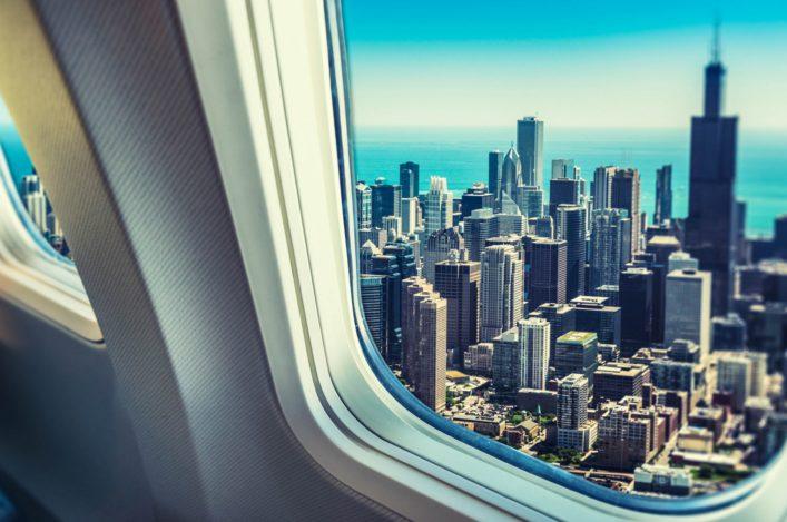 skyline-von-chicago-aus-dem-bullauge-istock_000025947388_large-2