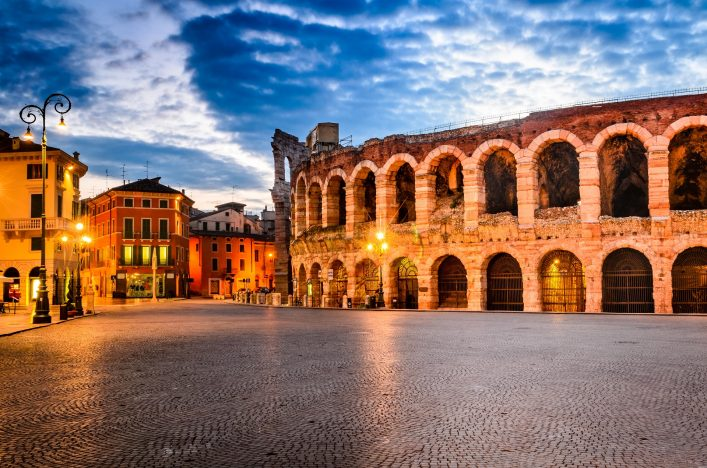 Die Arena in Verona bei Nacht