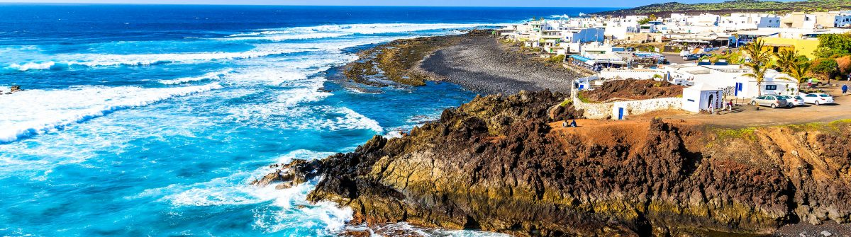 View-of-El-Golfo-village-and-blue-ocean-on-coast-of-Lanzarote-shutterstock_269113607-2