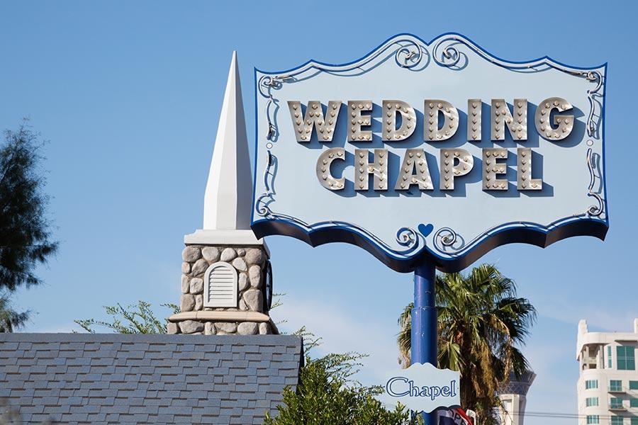 Hochzeitskapellen-Schild-in-Las-Vegas-Nevada-iStock-476272225