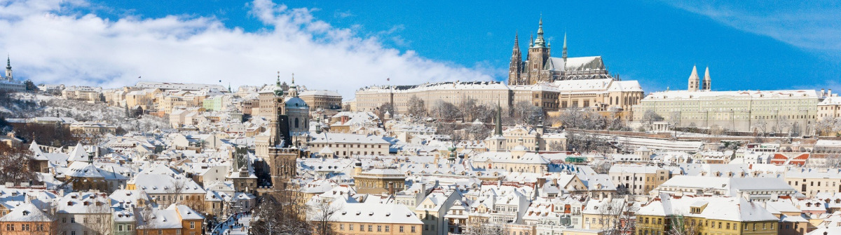 Prag im Winter_Prague castle_Charles bridge_Czech republic_shutterstock_230772745