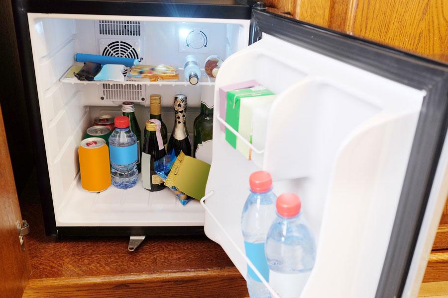 Mini Kühlschrank Schweiz : Was ist eine minibar alle infos zum minikühlschrank im hotel