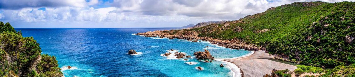 Schöne-Meer-Küste-in-Costa-Paradiso-Sardinien-iStock_45333112_XLARGE-2