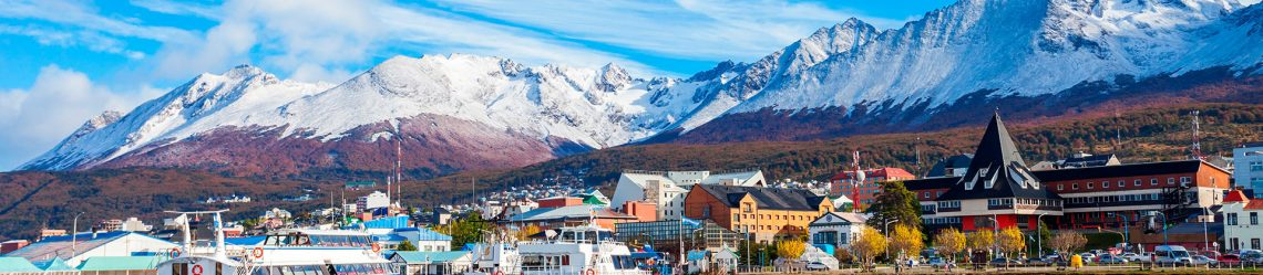 1920x420_Catamaran-boats-in-the-Ushuaia-harbor-port.-Ushuaia-is-the-capital-of-Tierra-del-Fuego-province-in-Argentina_shutterstock_599715596