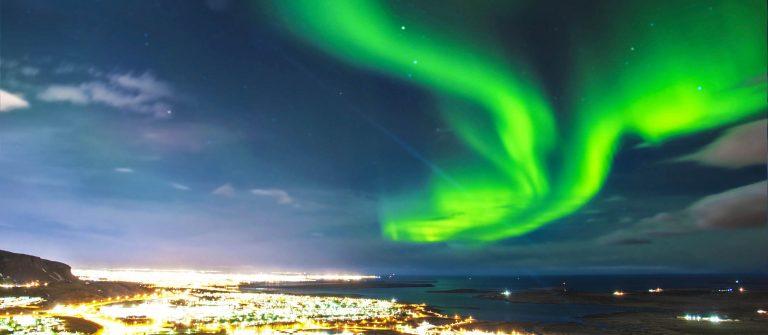 northern-lights-ueber-reykjavik-island-istock_000034689888_large-2