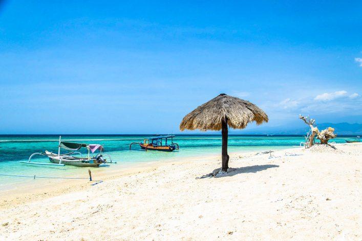beach-of-gili-meno-lombok-indonesia-shutterstock_404783080-2