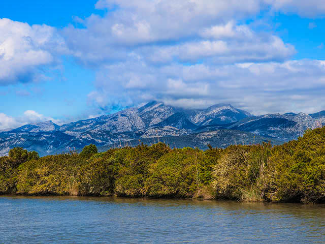 spanish-countryside-and-mountains-at-parc-natural-de-salbufera-de-mallorca-shutterstock_142023619-1