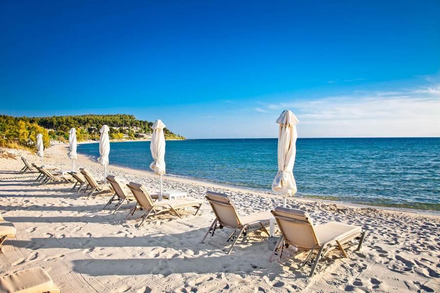 Sani-sand-beach-on-Kassandra-peninsula-Halkidiki-Greece-shutterstock_207444652-2
