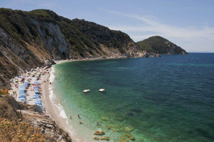 Der Strand von Sansone lockt viele Urlauber an