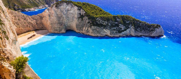 Beautiful-Navagio-Beach-Shipwreck-beach-on-Zakynthos-Island-Greece-shutterstock_310952513-2-kleiner