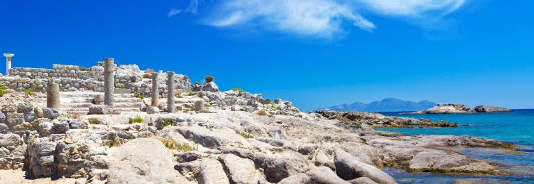 Antike Ruinen am Strand Agios Stefanos auf Kos shutterstock_686794822