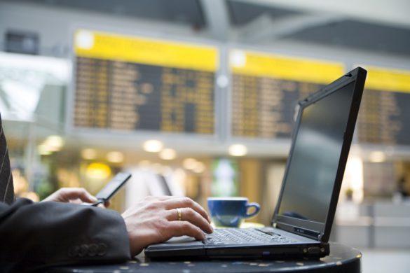 Laptop-Flughafen-iStock_000001428391_Large