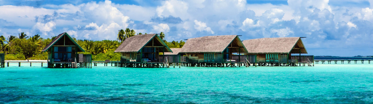 Malediven-Overwater-Bungalows-iStock_000022153001_Large-2