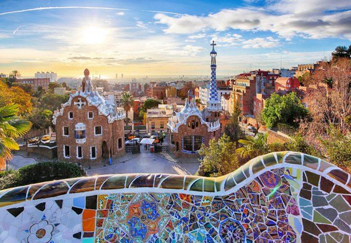 barcelona_gaudi_panorama_iS-511515106
