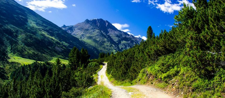 Beautiful-mountain-view-Oetztal-valley-Tyrol-Austria-shutterstock_485172577-2