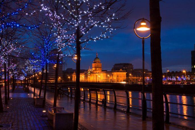 Dublin-Custom-House-at-dusk-surrounded-by-lights