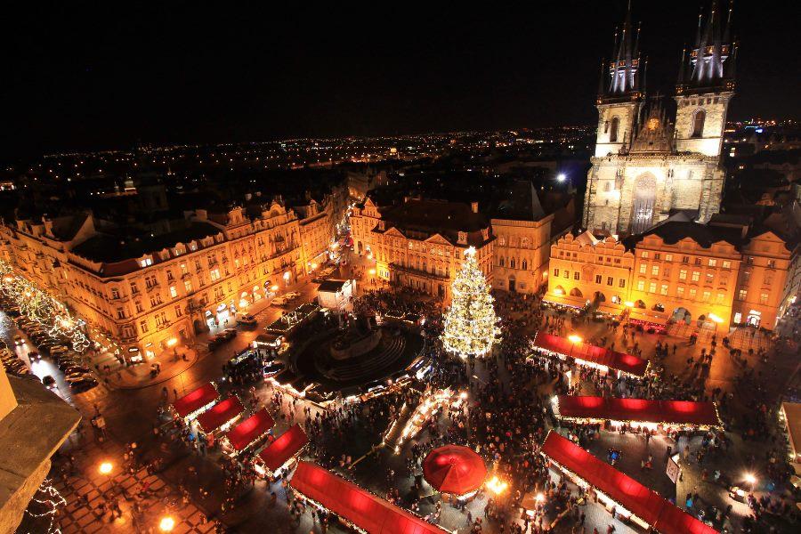 Weihnachtsmaerkte-in-Prag-iStock-504878424_min