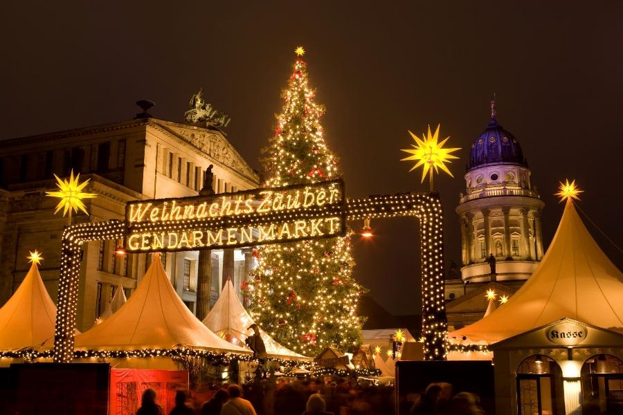 1.-weihnachtsmarkt_gendarmenmarkt_09_c_Scholvien