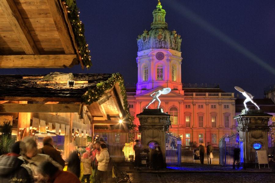2.-weihnachtsmarkt_schloss_charlottenburg_01_c_Scholvien