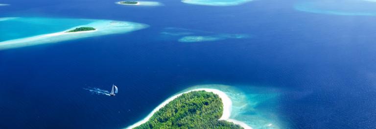 shutterstock_126682628_Malediven_Herz_Insel