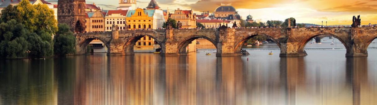 V3_header_Prag_shutterstock_222064795
