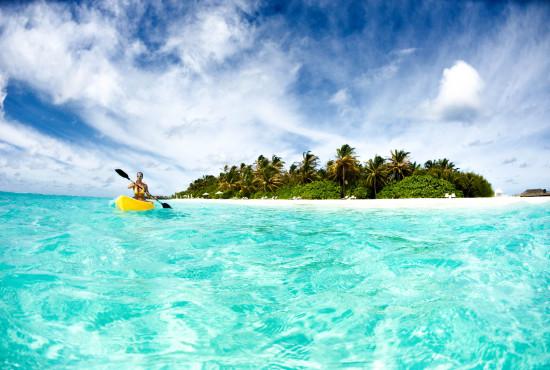 V3_HeaderMalediven Girl Kayak iStock_000018051548_Large-2